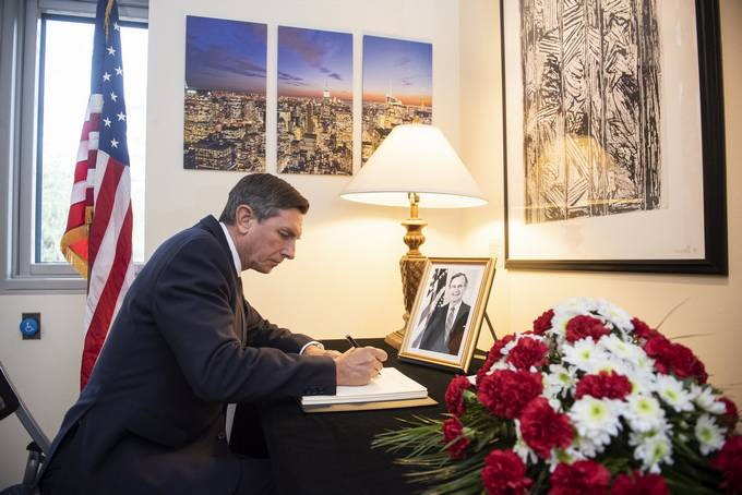 President Pahor signed the book of condolences in honour of the deceased former US President George H. W. Bush