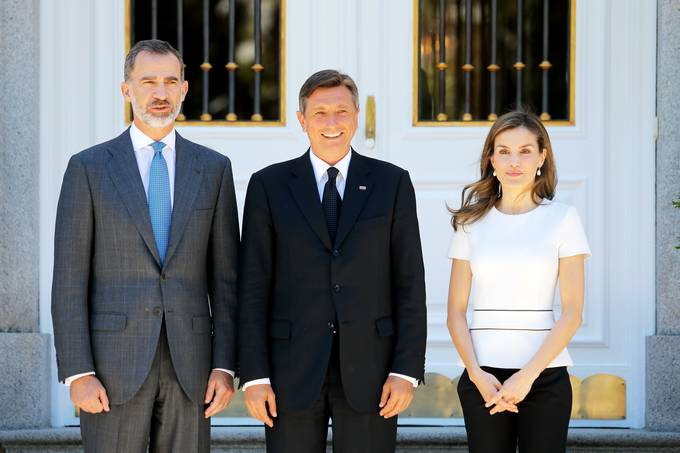 President Pahor and the Spanish royal couple, King Felipe VI and Queen Letizia, in front of the Royal Palace of Zarzuela