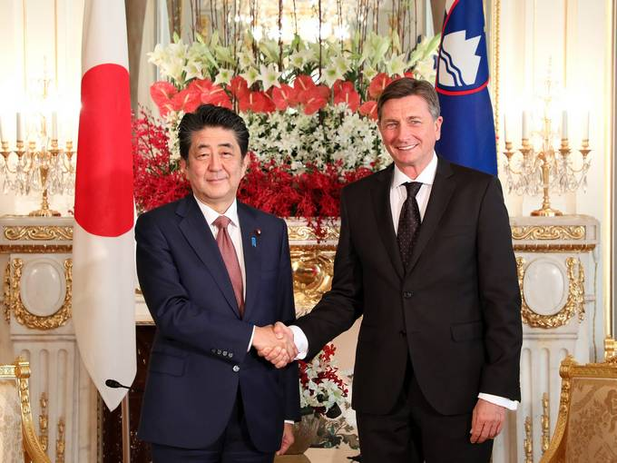 Cordial and productive bilateral meeting between President Pahor and Japanese PM Abe, and visit to KEK Institute
